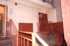 Окраска части фасада вход в подъезды дома Маршала Захарова 56